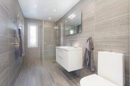 Ochrona łazienki: próg akrylowy