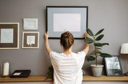 Zdjęcia na ścianie – jak stworzyć domową galerię