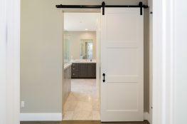 Szafy i drzwi przesuwne – wymysł czy użyteczność?