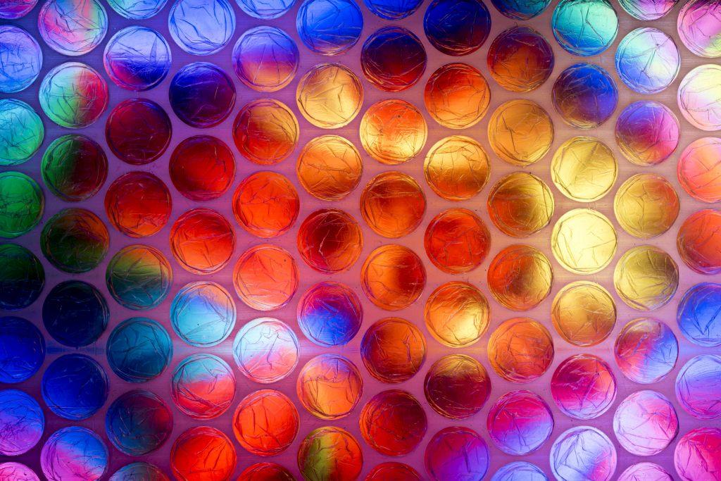 folia-bąbelkowa-kolorowa-witraż
