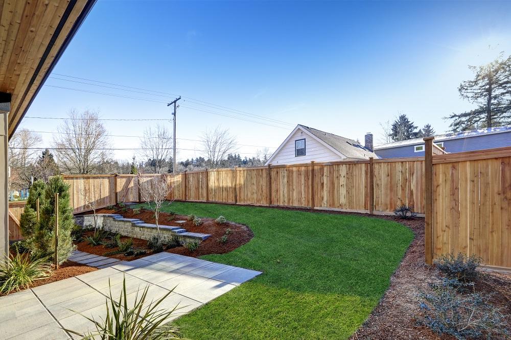 Drewniane ogrodzenie ogrodu.
