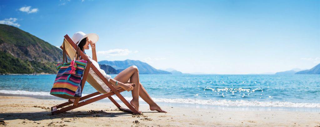 Opalanie się w upale na plaży