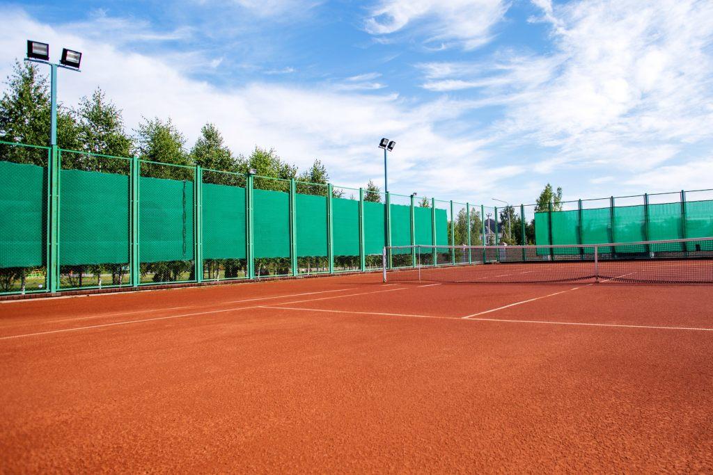 Siatka maskująca na korcie tenisowym