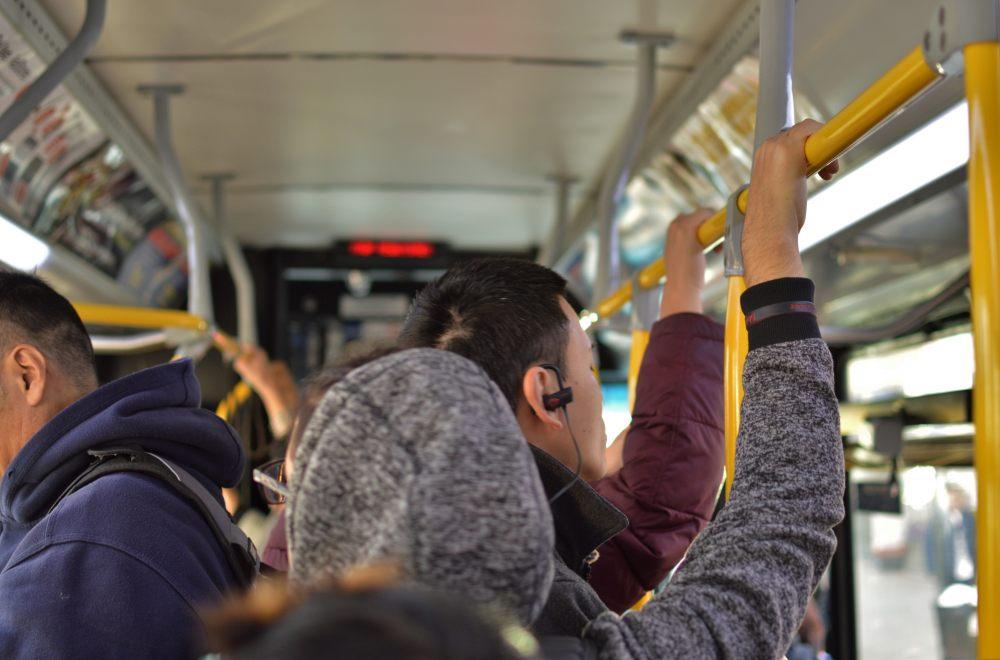 autobus-miejski-tłok-transport