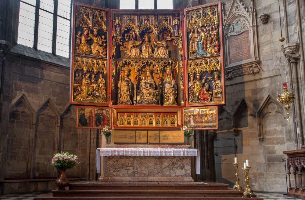 ołtarz-kościół-gotycki