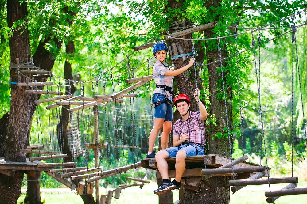 Para w parku linowym