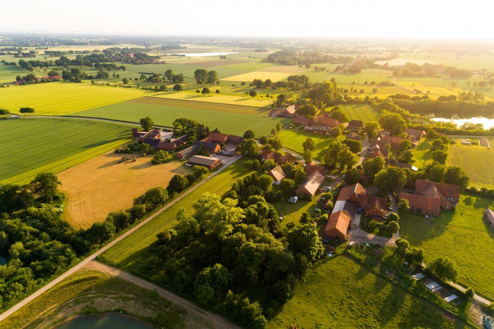 Wieś z lotu ptaka.