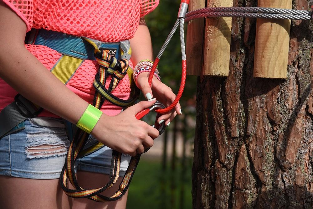 Zabezpieczenia w parku linowym