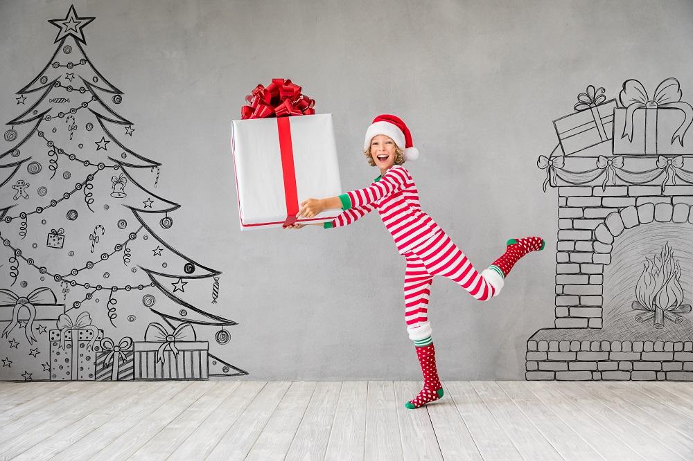 Dziecko z dużym prezentem