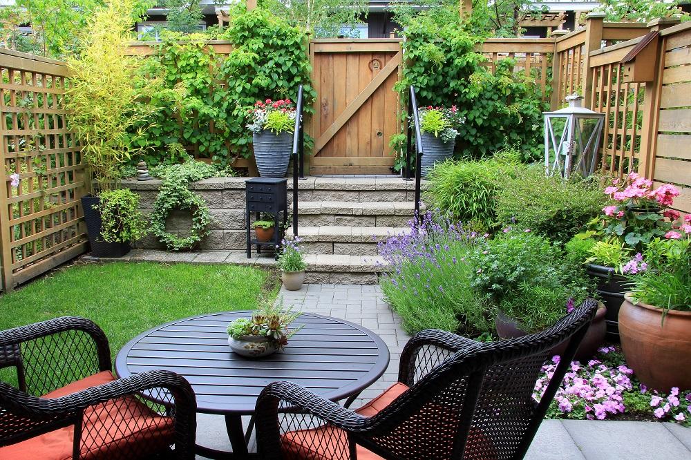 Strefy w ogrodzie można stworzyć wykorzystująć zróżnicowanie w terenie