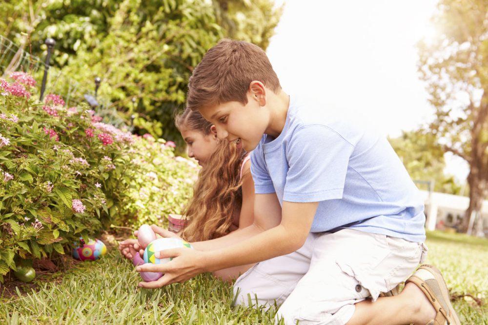 wielkanocne-poszukiwania-jajek-w-ogrodzie