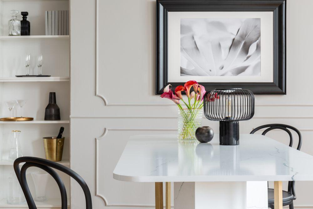 stol-z-marmurowym-blatem