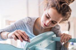 DIY dla początkujących – 3 proste sposoby na domową renowację mebli