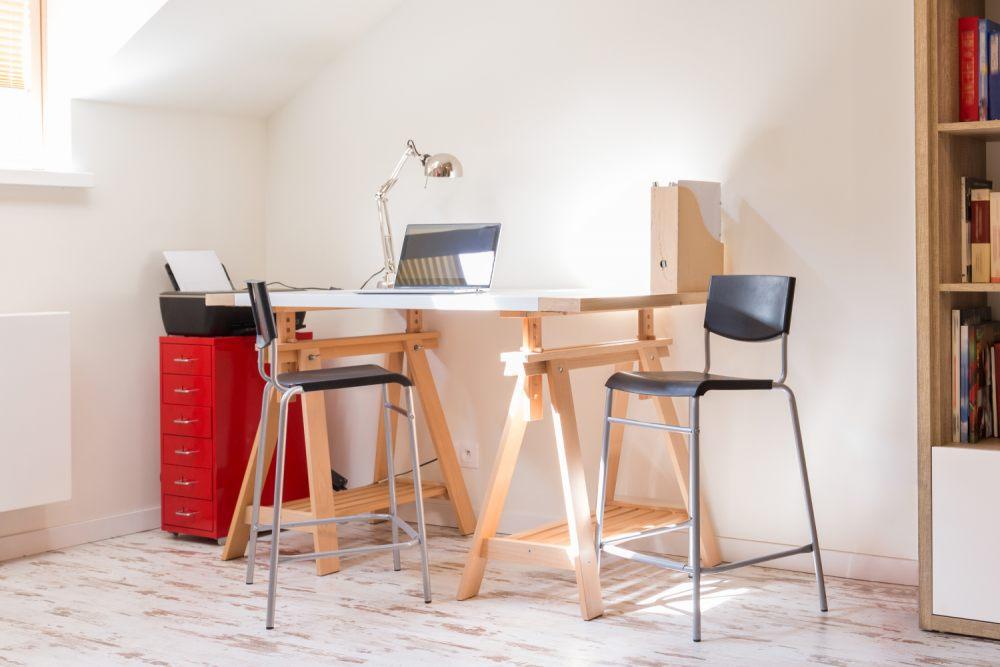 nieurządzony-strych-jest-swietnym-miejscem-na-biuro-w-domu