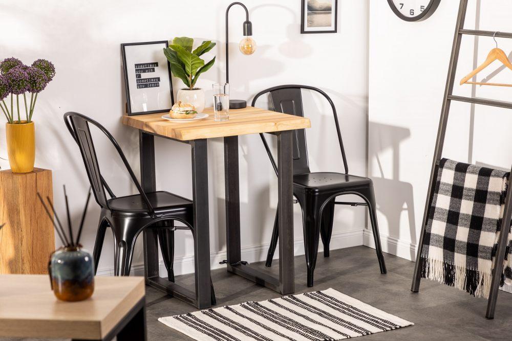 maly-stolik-zmiesci-sie-nawet-w-najmniejszym-mieszkaniu