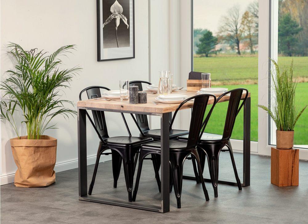 stol-drewniany-z-metalowymi-nogami