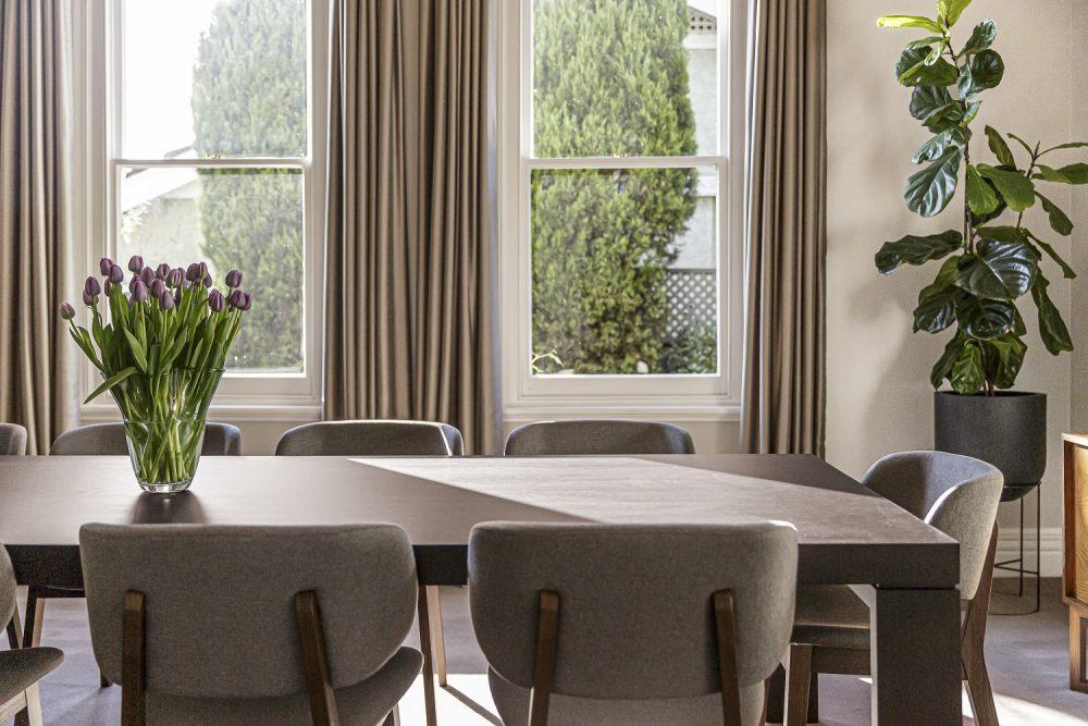 stol-okragly-czy-prostokatny-wady-i-zalety